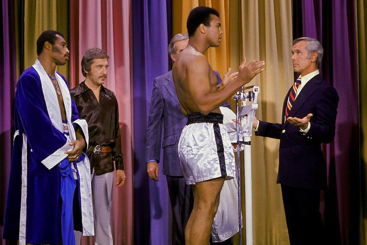 The fighters weigh in on the Tonight Show with Johnny Carson ahead of Ali and Ken Norton
