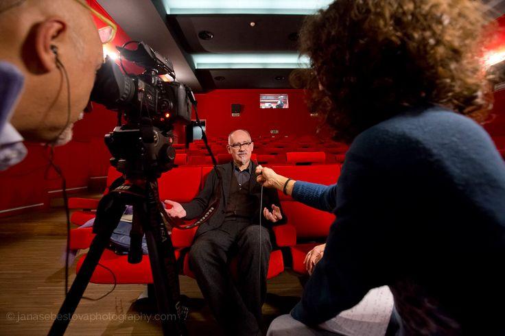 L'ultimo ospite di #LookingAround Peter Wilson durante l'intervista © Jana Sebestova