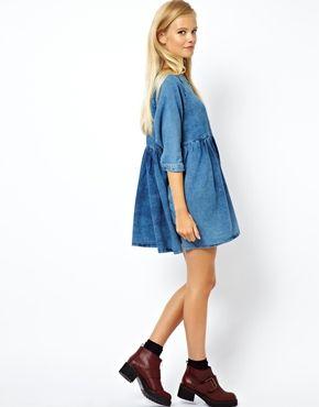 Image 4 - ASOS - Robe smockée en jean à délavage moyen