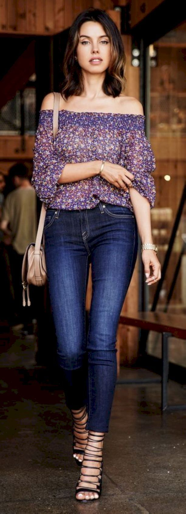 Nice 55 Adorable Date Night Style for Romantic Moment from https://www.fashionetter.com/2017/05/19/adorable-date-night-style-romantic-moment/
