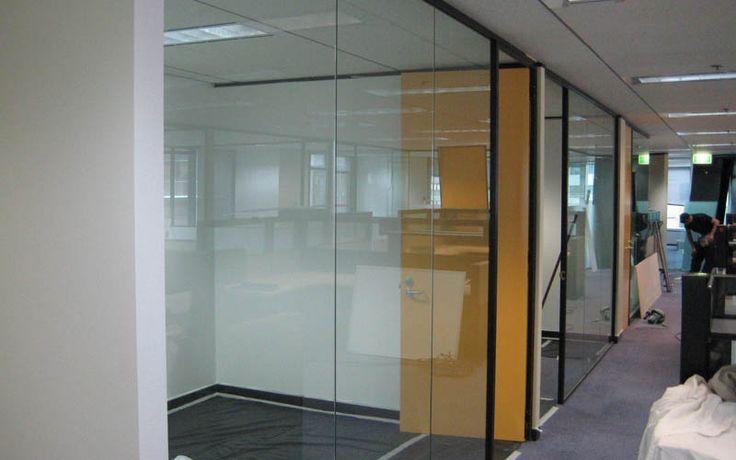 Перегородки для офиса из стеклянных и глухих секций