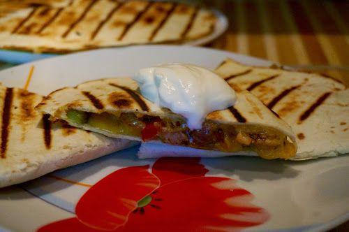 Home food: Кесадилья со свининой и маринованными огурцами / Quesadilla with pork and pickled cucumbers