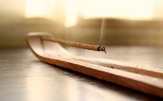 Se dice que la canela, al margen de la cocina, tiene propiedades relacionadas con el amor y la buena suerte de manera que podemos hallar varios rituales e incluso oraciones en las que este ingrediente está presente.  Os enseñamos ahora cómo usar canela para la buena suerte.