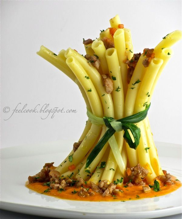 Ziti al ragù di coniglio e crema di peperoni / Ziti pasta with rabbit sauce and pepper sauce