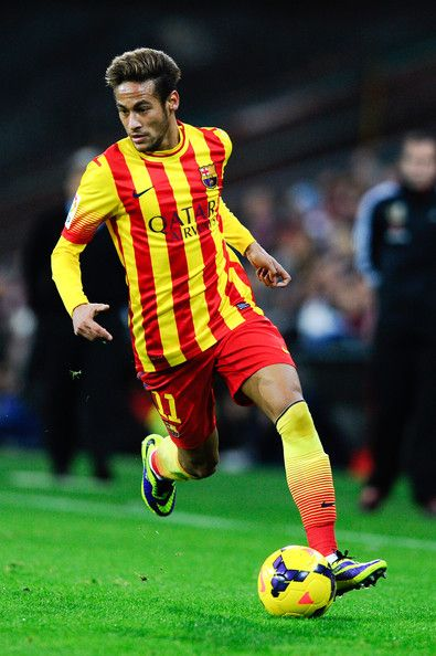 Neymar of FC Barcelona runs with the ball during the La Liga match between Athletic Club and FC Barcelona at San Mames Stadium on December 1, 2013 in Bilbao.