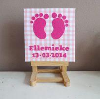 Schilderij babykamer babyvoetjes Roze met geboortenaam en datum.