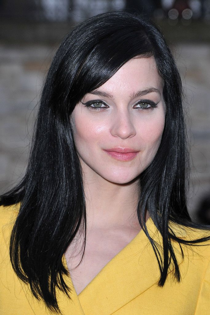 Leigh Lezark Long Side Part - Leigh Lezark attended the Sonia Rykiel fall 2012 fashion show wearing her hair long and straight with side-swept bangs.