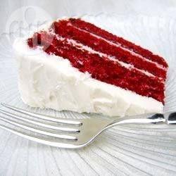 Bolo red velvet com cobertura @ allrecipes.com.br - Esse é o bolo de chocolate americano red velvet, que fica lindo e gostoso!