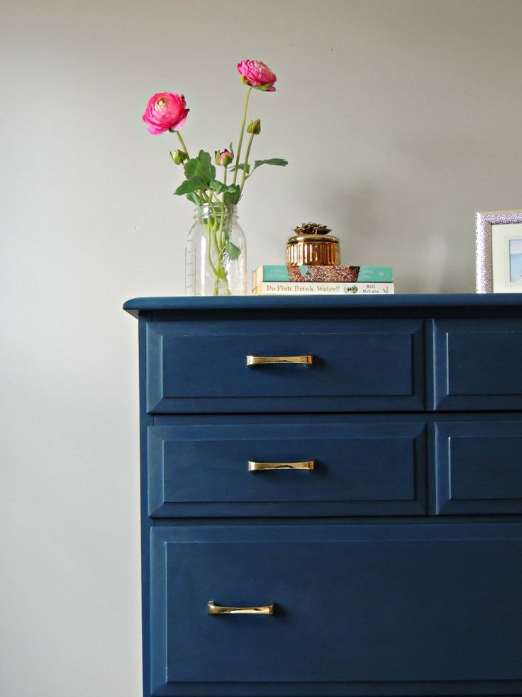 How to paint furniture without ANY prep and get perfect brushstroke free results! How amazing is this navy blue paint?