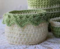 Ravelry: Medium Basket with Drop Over Lace Edge pattern by Kris Moore ༺✿ƬⱤღ http://www.pinterest.com/teretegui/✿༻