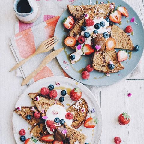 ⋆★ BREAKFAST FAV'S ★⋆ vegan french toast smothered in berries, coyo & caramel paste 🍓♥︎ my cookbook is almost here! Pre-order online via the link in my bio (or at readings.com.au for international postage options). It will begin popping up in stores across Australia this week! Stay tuned for a release of special copies on my site, and some fun giveaways! ✨ #elsaswholesomelife