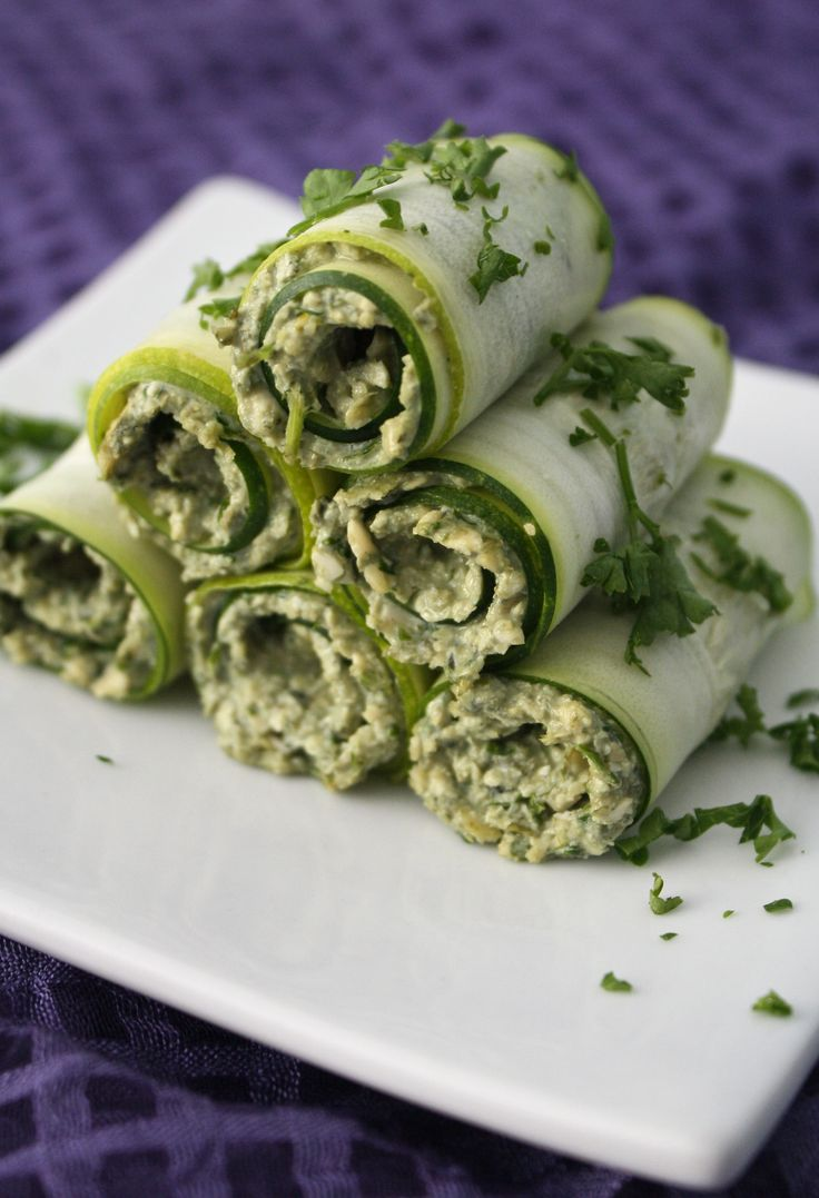 Creamy Garlic Zucchini Rollups - raw/vegan