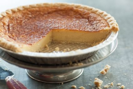 Eggnog Pie // You only need 1 1/2 cups of eggnog for this... did you drink it all?