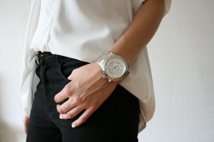 Simple plus oversized watch.