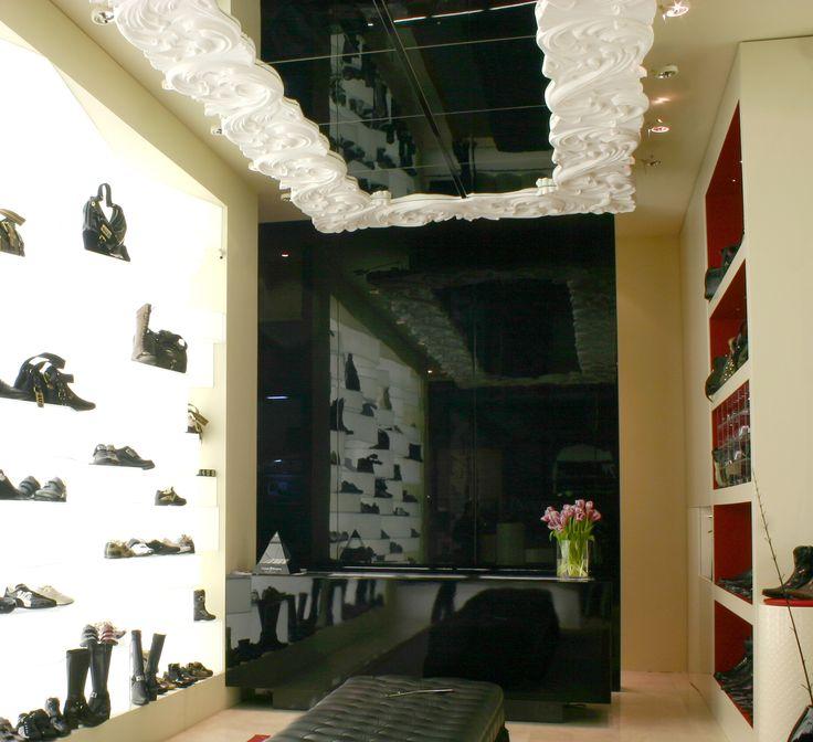 Dettaglio del soffitto realizzato per Cesare Paciotti - Reggio Calabria #rifiniture #bragliacontract #cesarepaciotti #gesso #arredamento