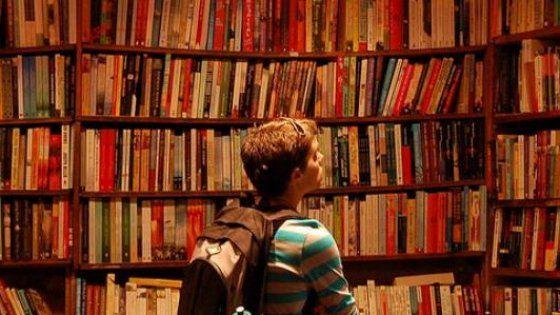 Riflessione sui testi che non dovrebbero mancare in una casa, seguendo le orme di Calvino. Ma ognuno ha le sue lacune