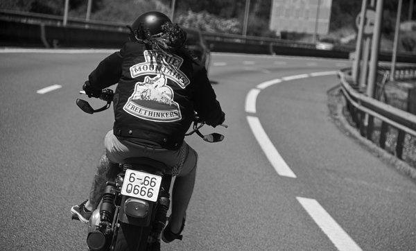 #MUSICA #ROCK #PUNK #CROWDFUNDEADO #CROWDFUNDING True Mountains, somos un grupo de punk rock acústico establecido en A Coruña formado por Nacho Martín al contrabajo y Pérez a la guitarra acústica y a la voz. Tenemos nuestro primer disco grabado y en proceso de mezcla y masterización, y queremos compartirlo con todos vosotros! http://www.verkami.com/projects/8846-true-mountains-edita-su-nuevo-disco-freethinkers Crowdfunding verkami