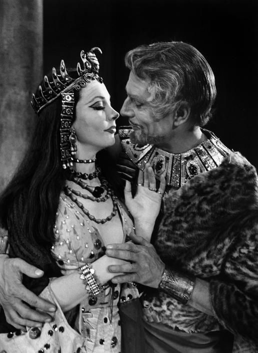 Vivien Leigh and Laurence Olivier in Antony and Cleopatra