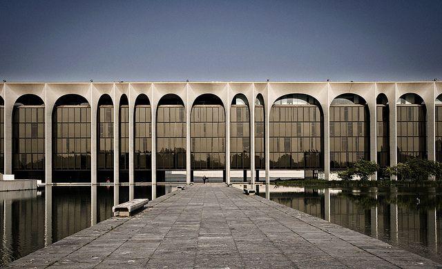 Oscar niemeyer mondadori building 1968 1975 segrate for Architecture firms in italy