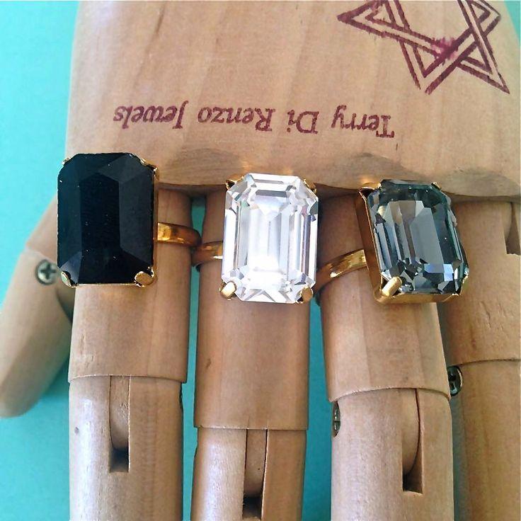 3 Anelli con pietra Swarovski // nero grigio bianco con montatura oro o argento di TerryDiRenzoJewels su Etsy https://www.etsy.com/it/listing/238750373/3-anelli-con-pietra-swarovski-nero