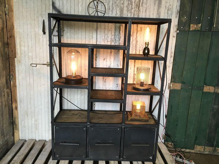 les 25 meilleures id es de la cat gorie meubles en acier. Black Bedroom Furniture Sets. Home Design Ideas