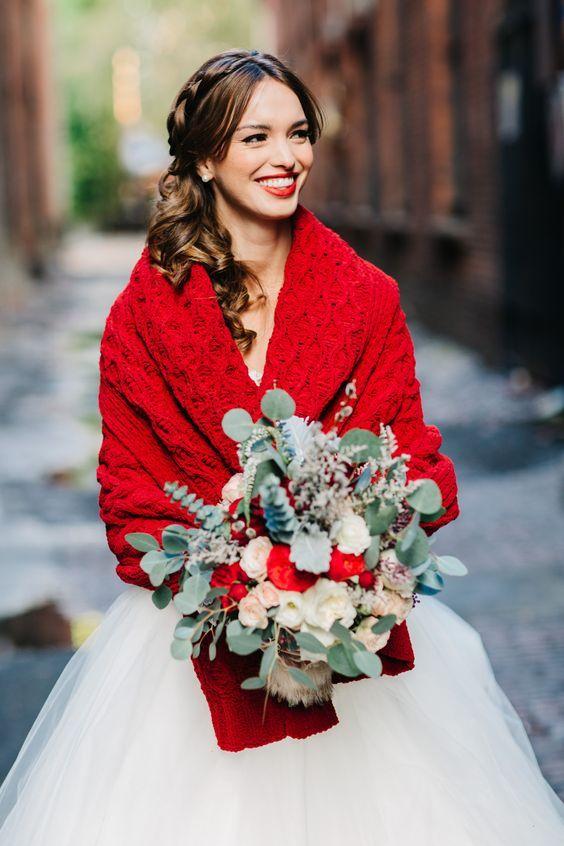 A red wedding wrap. Hygge winter wedding ideas #winterwedding