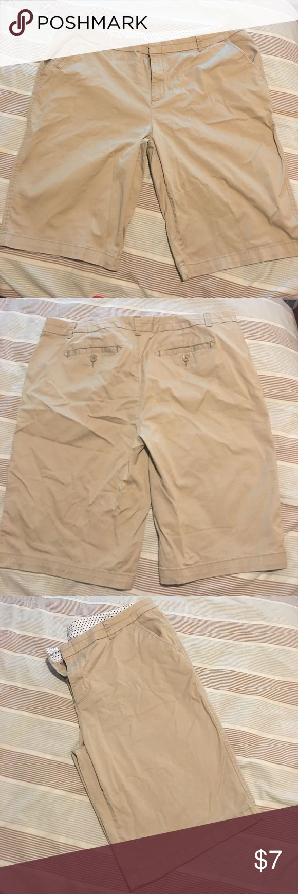 "JCP Women's Bermuda Shorts Beige Size 18W Preowned really good condition, little fade, Bermuda shorts by JCP. They are a beige color, 5 pockets, size 18W, and belt loops. Measurements are approximate and laying flat. Waist- 20"" (40"") Rise-11"" Inseam-11 1/2"" Length- from top to bottom- 23"". Please read description, comments, see pictures and ask questions before purchase. Check out my other items, bundle and save! jcpenney Shorts Bermudas"