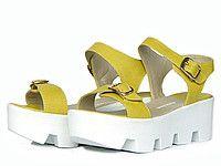 Желтые кожаные сандалии на тракторной подошве