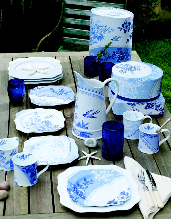 Beach Cottage Collection: Beachi Blue, Flowing Blue, Berries Blue, Blue Dishes, Beaches Houses, Blue Whit, Beaches Side, Beaches Cottages, Blue Willow