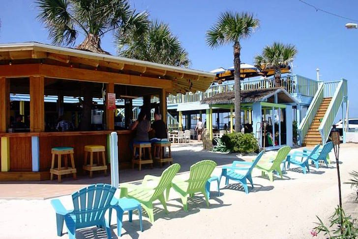 """<h3><a href=""""http://www.goldenlioncafe.us/default.asp"""">Golden Lion Cafe</a></h3> <i>501 N Oceanshore Blvd. (A1A), Flagler Beach, 386-439-3004</i>  <br>The Golden Lion Cafe boasts rooftop seating at its oceanside location along with live music practically every day of the week. Happy hour is from 3-6p.m. and deals like $4 margaritas, along with beer and wine options, sweeten the scene. Flagler's only raw bar sets The Golden Lion Cafe apart from other beachside restaurants.    <br> <br>Photo…"""