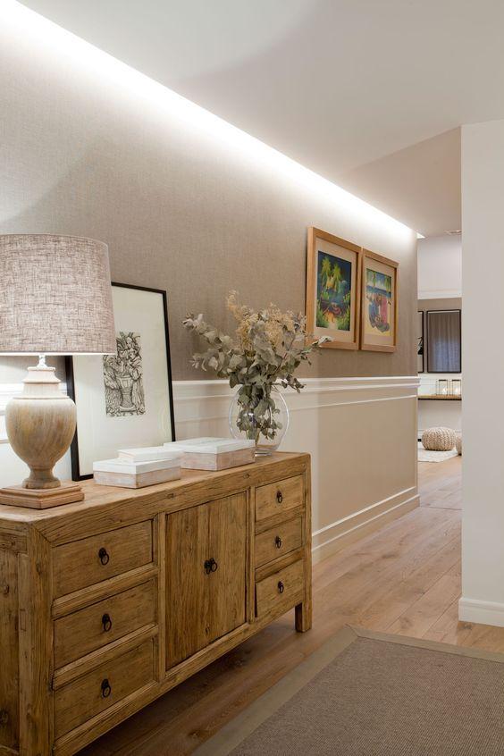 Pasillo iluminado con luz indirecta en el falso techo_00390683 Ob