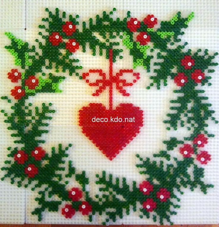 Christmas wreath with heart hama perler beads by deco.kdo.nat