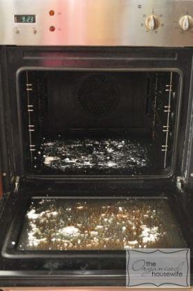 Bicarbonato e aceto per pulire il forno!