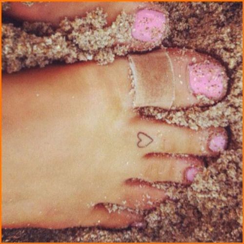 #arianagrande heart small ink on a toe