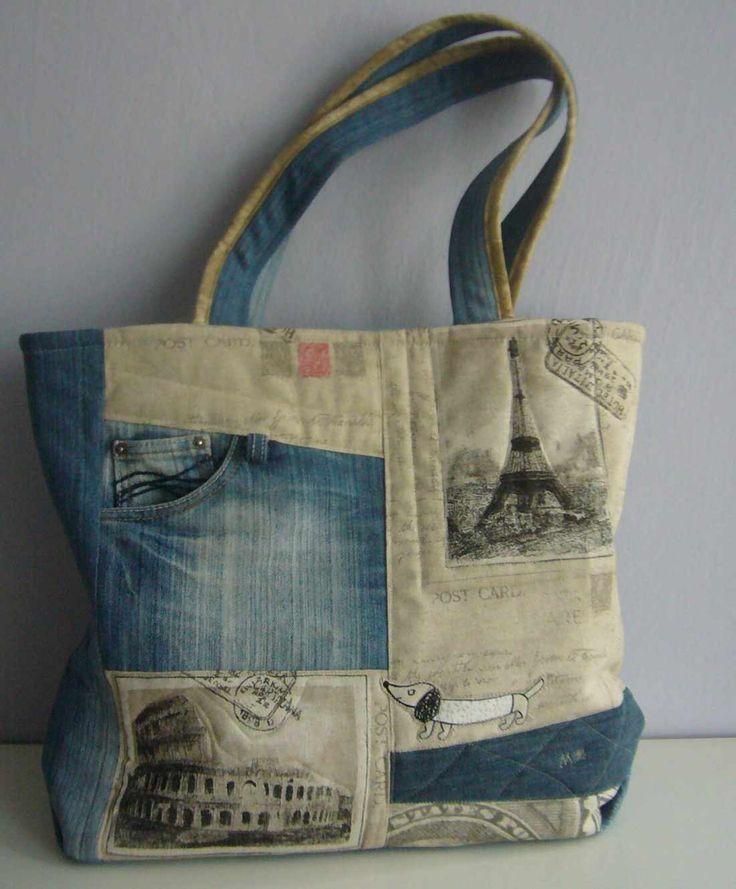 Original Big bag Další NEOPAKOVATELNÁ taška z mé dílny je ušitá z džínoviny a pevné bavlny, hrubé struktury s potiskem( Paříř, Řím). Na přední straně je zdobené džínovou dvoukapsou a aplikací jezevčíka. Základ tašky tvoří třívrstvý patchwork - horní vrstva, termolín a podšívka spolu proquiltovaný. Uvnitř na další bavlněné podšívce jsou 2 kapsy. Celá ...