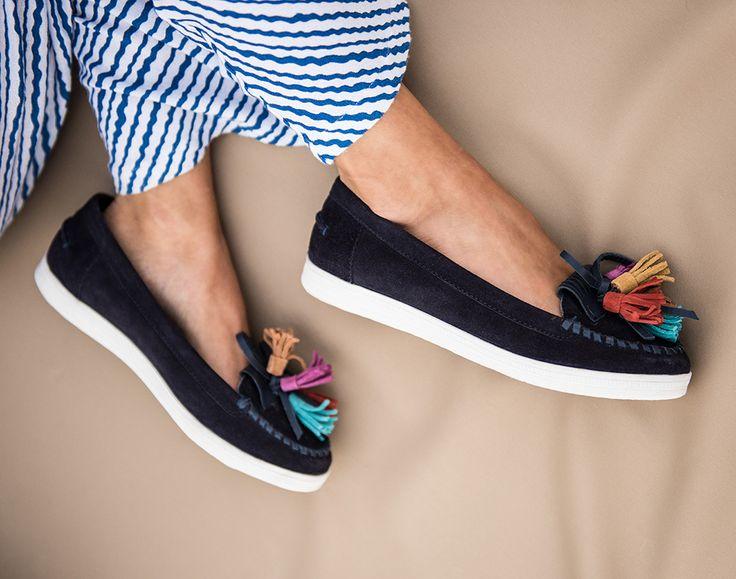 www.schuh-mann.de // Der Mokassin Look ist auch diese Saison wieder voll im Trend! Edles Wildleder kombiniert sich mit farbenfrohen Applikationen an der Schuhspitze des Ballerina zu einem sommerlichen Slipper. - Boxx Mokkasin 49,95 €