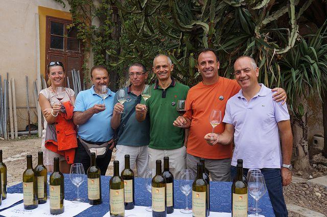 Agronomist & oenologists at Biesina experimental vineyard   Flickr - #westsicilywine