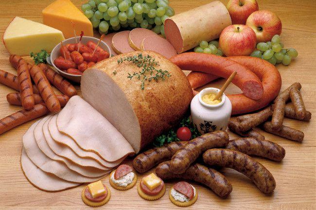 Alimentos que debes evitar en tu dieta si sufres de dolor de cabeza frecuente.