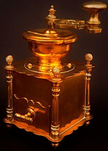 Mlýnek na kávu    mosaz, skvělým zpracováním odlišný od běžných mlýnků obdobné kategorie, druhá polovina 19. století, funkční, luxusní provedení,
