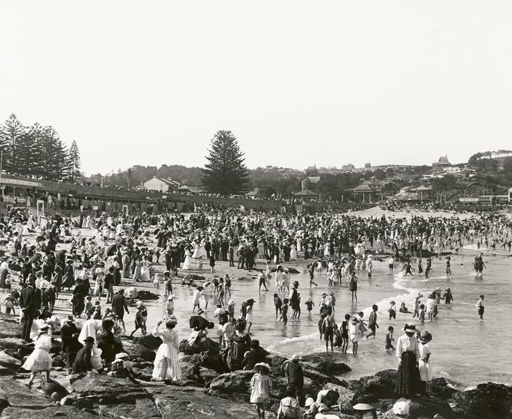 Coogee Beach, January 1909.  Photo by Wigram Allen.