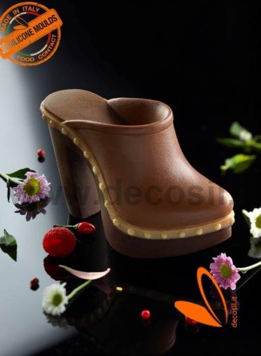 Sabot Petit moule à chocolat - La nouvelle tendance des compositions pour les gâteaux est de créer topper comestibles en chocolat en forme de chaussures. La ligne de moule Fashion decosil vendus dans le monde, continue de grandir avec de nouveaux produits dans la version de la mode féminine et masculine.