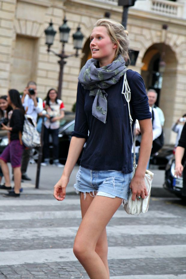 Short shorts+Summer Scarf. Hello uniform.