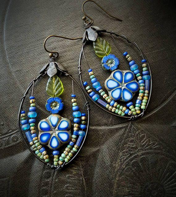 Bloemen, draad gewikkeld, hoepels, Folklore, Blossom serie, Boheemse, Gypsy, ambachtelijke gemaakt, glas, organische, rustiek, uniek, Beaded Earrings