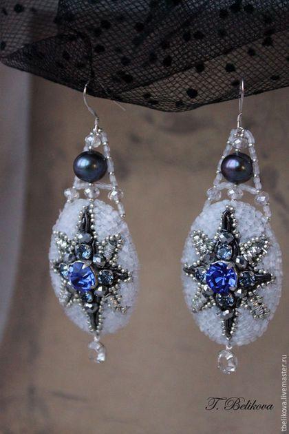 Купить или заказать Серьги S2017-2 'Полярная звезда'. в интернет-магазине на Ярмарке Мастеров. Серьги вышиты бисером, кристаллами, бусинами, канителью, с речным жемчугом. Швензы: серебро 925 пробы.