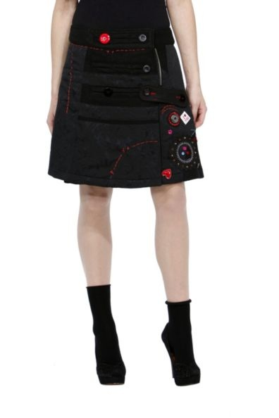 Art Desigual women's skirt from the Night line. This is an elegantly cut skirt. The embroidered red lateral detail makes this skirt 100% not the same.