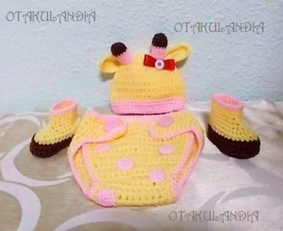 ¿Te gusta y quieres ver más? ¡Síguenos!: https://www.facebook.com/otakulandia.es/  Disfraz Jirafa ¿Te imaginas las fotos de tu bebé con éste conjunto? ... estará para comérselo a besitos!! Hecho a mano en crochet - Talla 0/3 meses