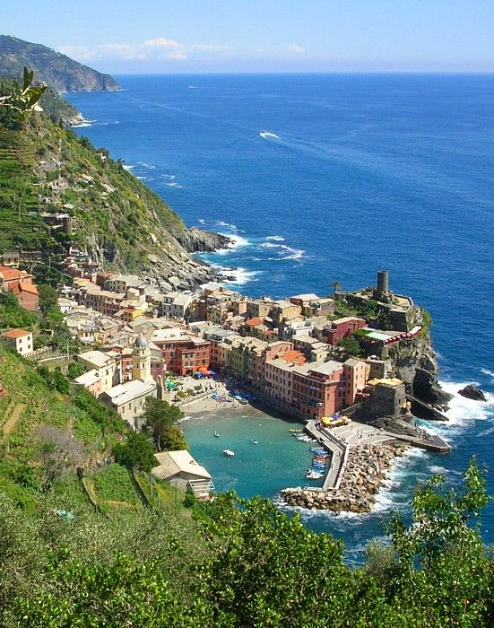 """Vernazza, town in Liguria, Italy """"Spezia vernazza"""" by Idéfix at nl.wikipedia. Licensed under CC BY-SA 3.0 via Commons"""