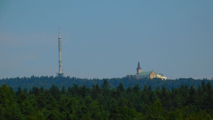 Wieża i bazylika na Św. Krzyzu, góry Świętokrzyskie, [Holy Cross Mountains]