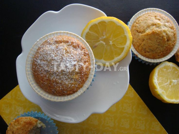 Lemon and poppy seed muffins (Λεμονάτα κεκάκια με παπαρουνόσπορο)