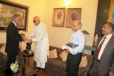 Chandigarh, July 3, 2013: Farooq Abdullah, Union Minister for New and Renewable Energy called on the Punjab Governor and Administrator, UT Chandigarh, Shivraj V. Patil at Punjab Raj Bhavan here on Wednesday. Read More: http://www.cityairnews.com/content/chandigarh-news-farooq-abdullah-calls-punjab-governor-and-administrator-ut